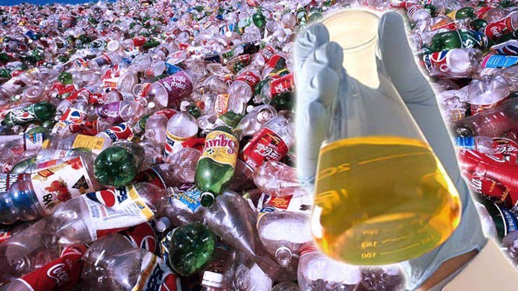 Através de um processo relativamente simples é possível levar o plástico novamente a seu estado inicial, o processo é parecido com o processo do qual se obtém o álcool.