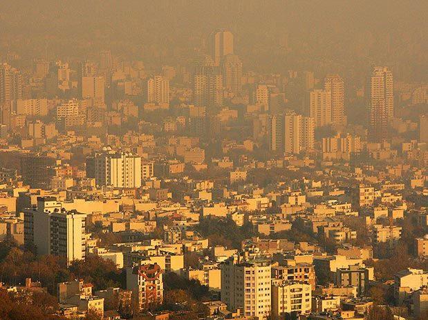 Mais de 9 milhões de pessoas chamam Teerã de sua casa, e outros 7 milhões vivem na área metropolitana, infelizmente, sendo uma das cidades mais poluidas.