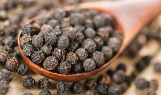 o óleo essencial de pimenta preta e seus benefícios