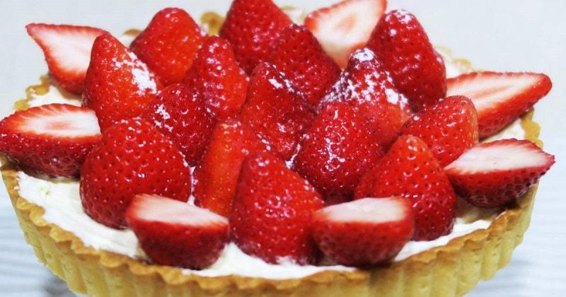 Um bom prato pode ser simples, essa torta de morangos da vivi tem todos os ingredientes para fazer a festa da criançada e dos maiores também.