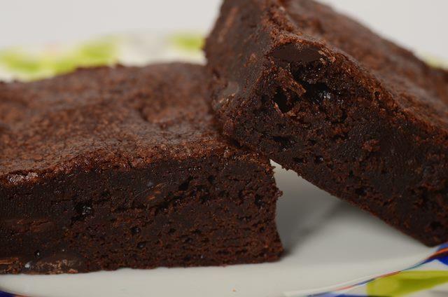 Brownies de cacau da prima Mara é tudo de bom, uma receita simples e saborosa para alegrar o dia a dia de adultos e crianças.