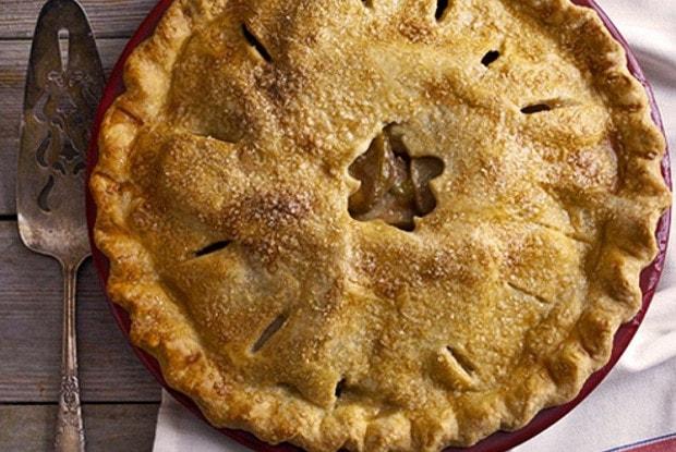 Torta de maçã é uma coisa muito especial, algumas mais outras menos, essa torta de maçã da Vovó tem tudo de bom inclusive um toque especial.