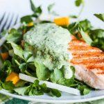 Salada de salmão com iogurte de ervas