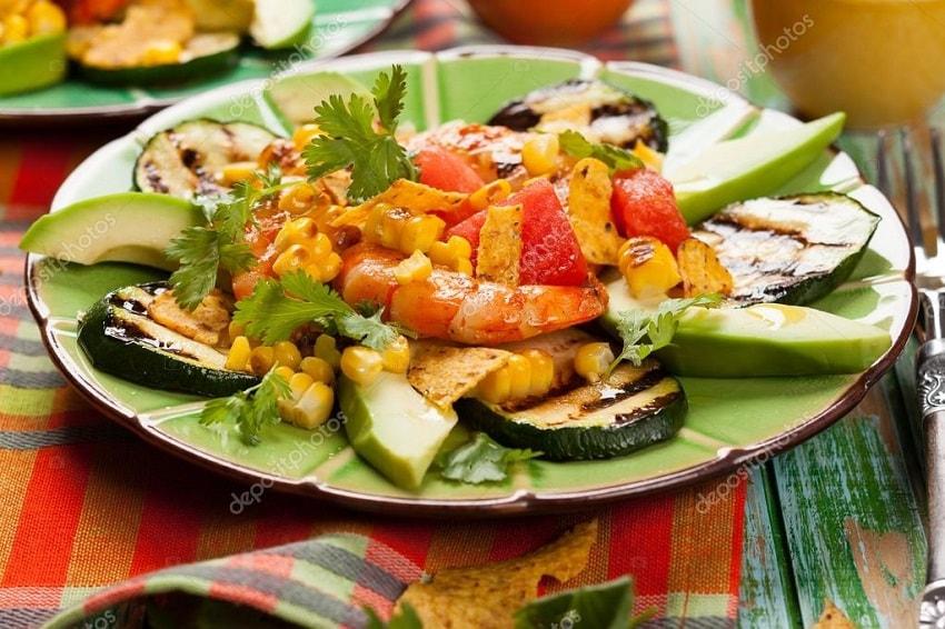 Nachos de camarão e abacate