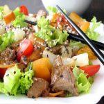 Salada de porco picante e laranjas