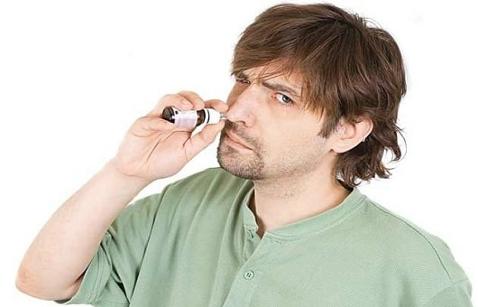 Rinite é uma irritação/inflamação da mucosa do nariz que pode ser causada pela congestão e abundante fluxo nasal e por produtos químicos.