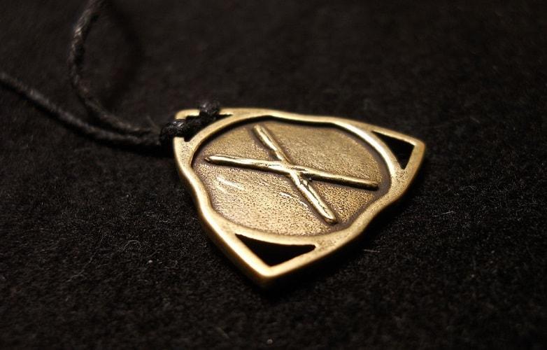A runa da Unidade.... Esta é uma runa complexa. Os laços da fraternidade são mais fortes que as forças que apóiam a tirania.