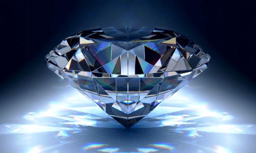 Um fato engraçado: diamantes na antiguidade eram considerados muito menos valiosos que hoje. Por outro lado, é natural que seja brilhante.
