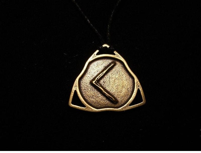 Kano, a runa da encarnação. Uma runa poderosa, capaz não apenas de direcionar a atividade de uma pessoa na direção certa,