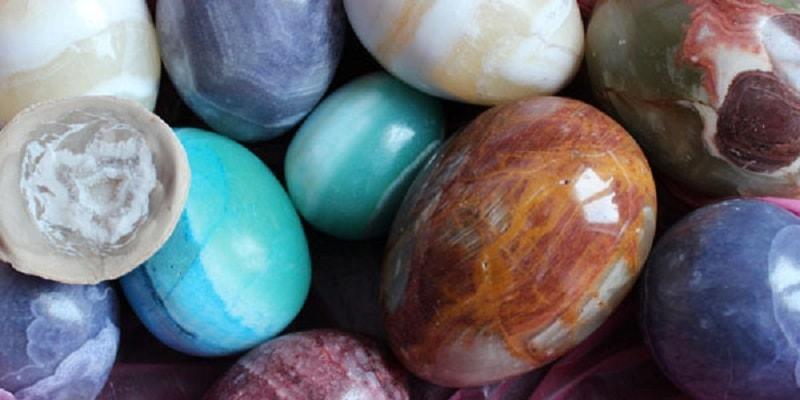 """Ônix é um mineral incrível tanto no sentido sagrado como no físico. Ele transmite a luz perfeitamente, literalmente """"acendendo"""" por dentro"""