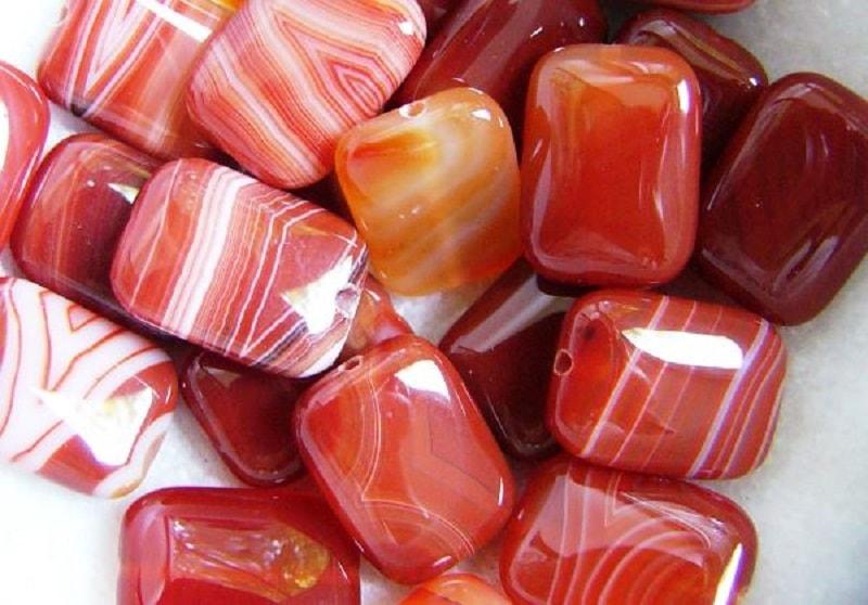 O valor de cornalina, do ponto de vista da magia, não implica surpresa: uma pedra que lembra a cor do sangue tinha que ter uma energia poderosa