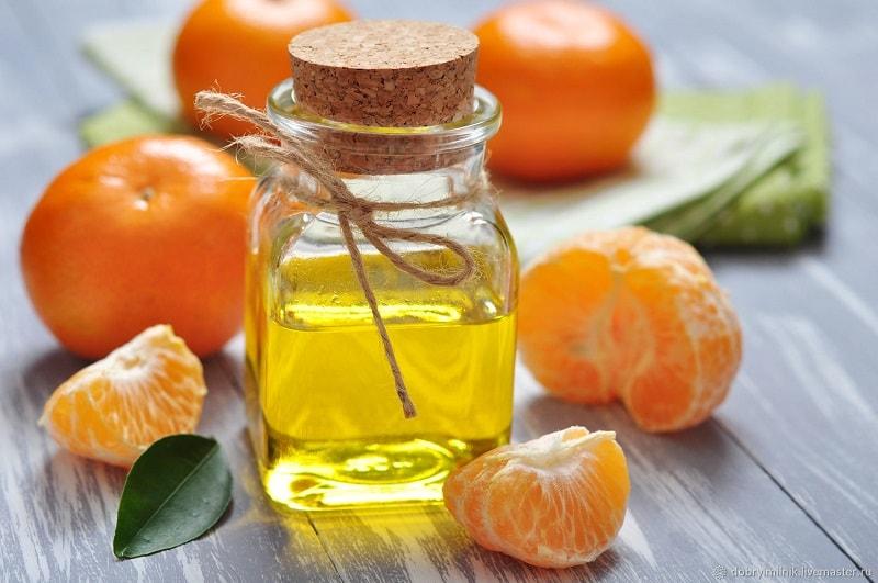 O óleo essencial de tangerina tem um aroma adocicado agradável que da uma sensação de alegria e felicidade e é agradável para qualquer pessoa.