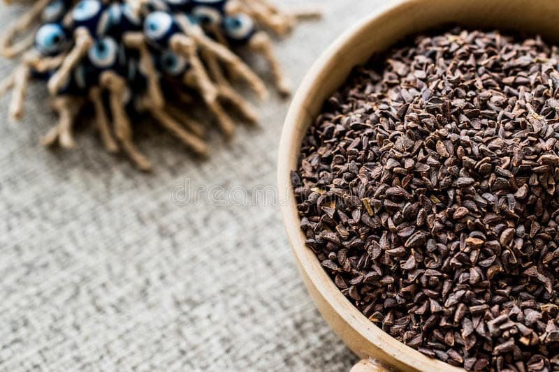 Vários nomes são usados para denominar essa erva, que é mais conhecida na Ásia Central. Lendas foram criadas sobre esse representante da flora nacional