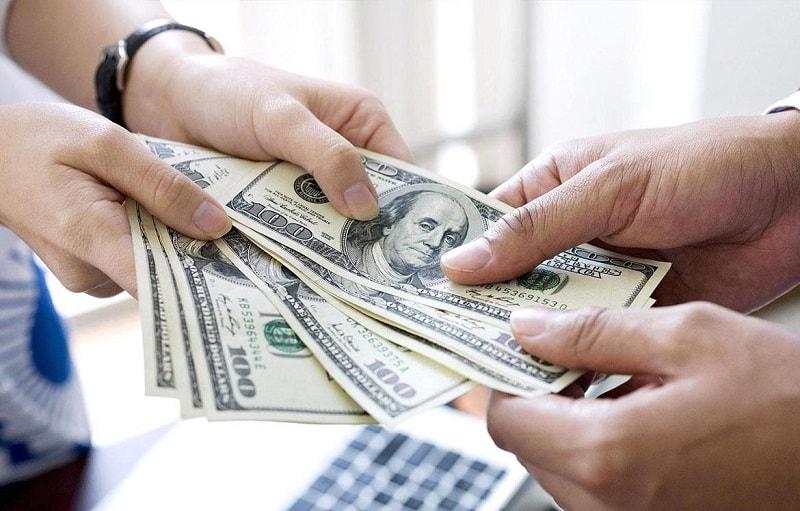 Muitas vezes, respondemos aos pedidos de amigos para ajudá-los em uma situação financeira difícil, esquecendo-nos do fato de que uma pessoa pode recusar
