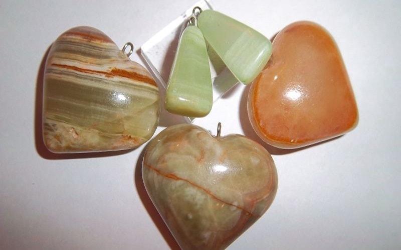 Ônix é uma espécie de quartzo ou ágata, uma magnífica pedra ornamental com propriedades especiais que sugerem algo do outro mundo