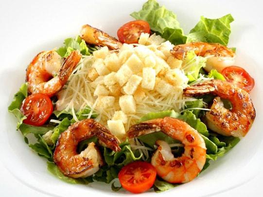 salada ceasar camarão