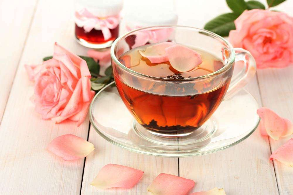 Chá de pétalas de rosa saúde magia