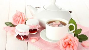 Chá de pétalas de rosa saúde